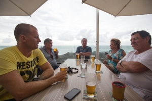 and then the start of the end, a beer with my dad and friends onto balcony of the SLSC.